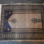 LOTE 029 - Pequeno  tapete persa 100x81cm